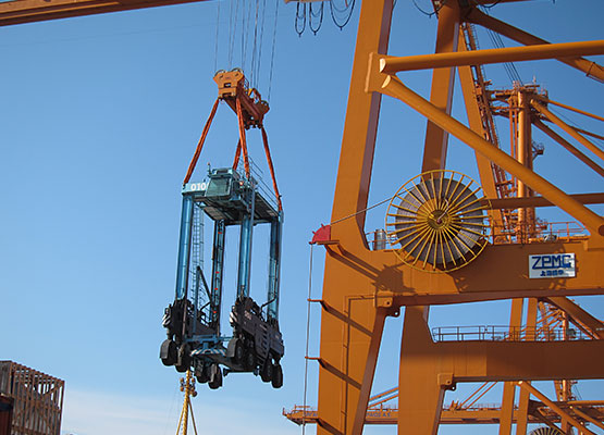 7 Straddle carriers to Greece