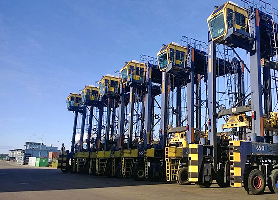 6 Straddle carriers including transport to Scandinavia